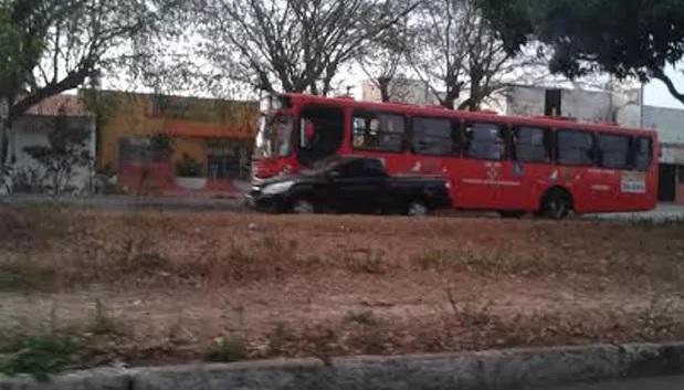 Ônibus voltaram a circular na manhã deste domingo (21)