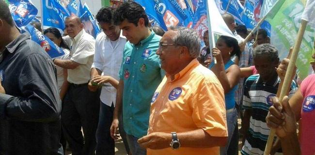 Adriano Sarney cabisbaixo com a passeata que não lhe agradou no município de Vila Nova dos Martírios-MA