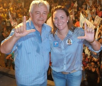 Presidente da Assembleia, Arnaldo Melo, ao lado da filha Nina Melo