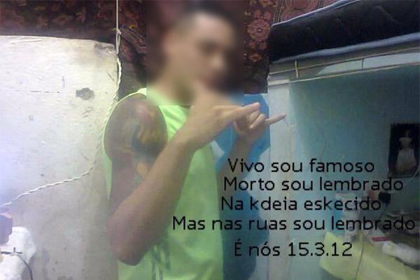 Integrante de facção criminosa publica foto no Facebook de dentro de presídio