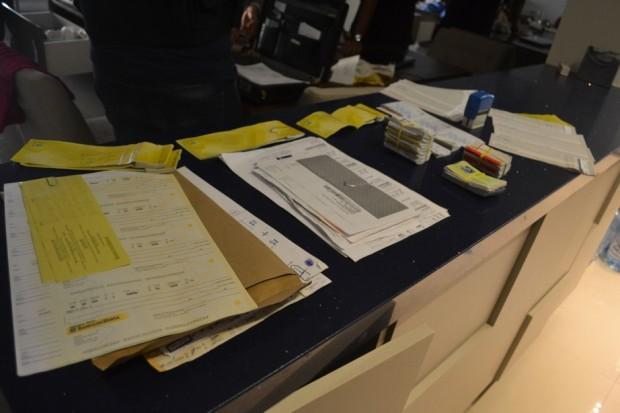 Documentos, talões de cheques e arquivos foram recolhidos