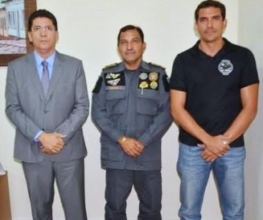 Secretário de Segurança, Jeferson Portela, coronel Ismael de Sousa Fonseca e o delegado Mayron Alberto Gabriel de Guimarães