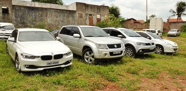 Carros de luxo pertencentes a acusados de agiotagem foram apreendidos na operação