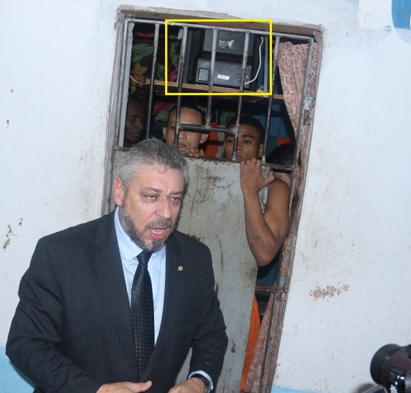 Deputado federal Laudívio Carvalho (PMDB-MG) em visita ao Complexo de Pedrinhas