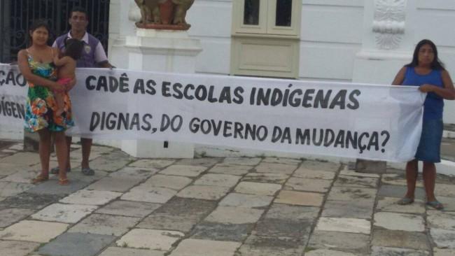 Protesto na porta do Palácio dos Leões