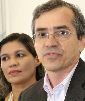Subsecretária Rosângela Curado ao lado do secretário Marcos Pacheco