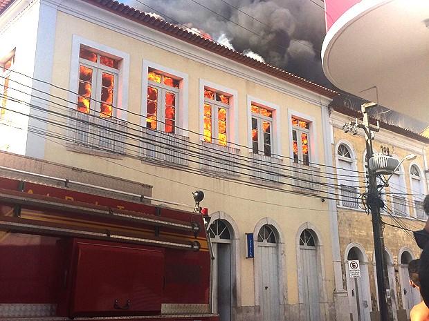 Incêndio consome prédio da Seplan em São Luís