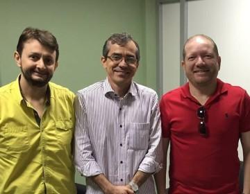 Leonardo Sá, secretário Marcos Pacheco e Othelino Neto