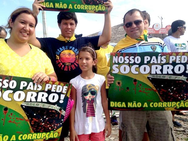 Ato contra corrupção reúne famílias na orla de São Luís (MA), às 9h10