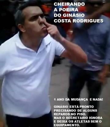 Márcio Jardim fazendo gesto repugnante