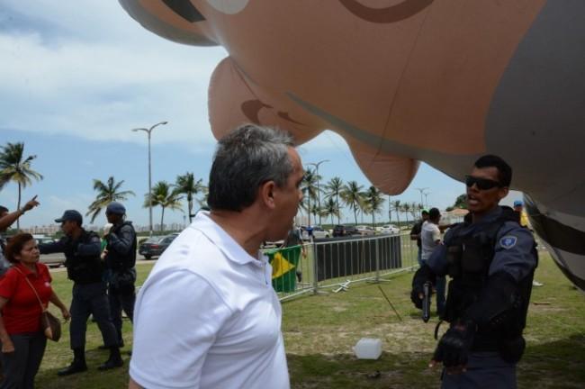 Secretário Márcio Jardim enfrentando o PM