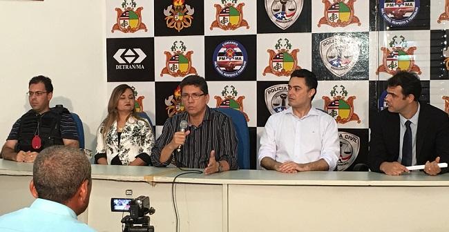 Secretário Jefferson Portela e os delegados da Polícia Civil na coletiva sobre a prisão do prefeito de Nova Colinas