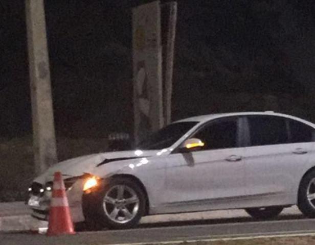 Motorista atinge viatura da PM na Litorânea (3)