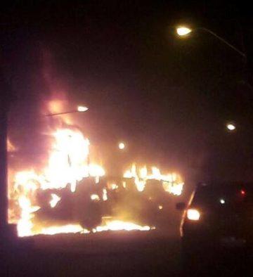 Bandidos tocam fogo em ônibus na capital maranhense