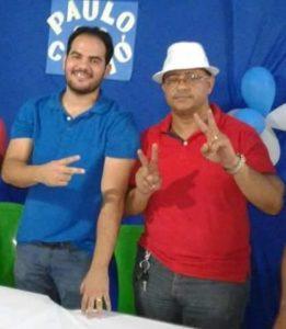 Professor Raimundo Marques (direita), que teve candidatura a vice indeferida, posa com candidato a prefeito Paulo Curió