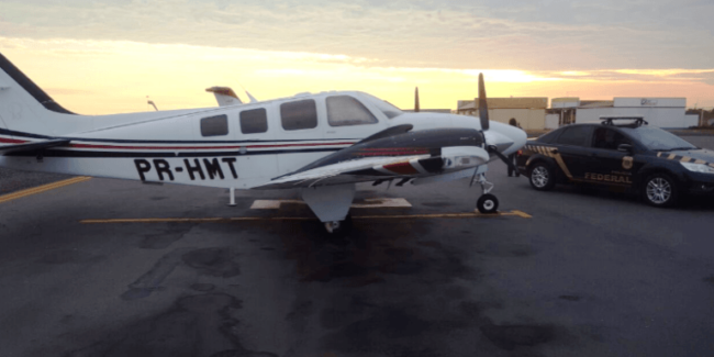 Polícia Federal apreendendo aeronave