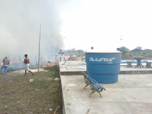 População toca fogo em propriedade de prefeito