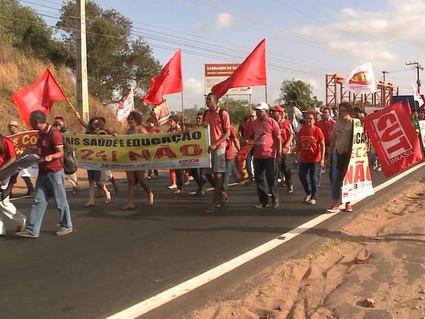 Manifestantes chegaram a bloquear avenida de grande movimentação na capital