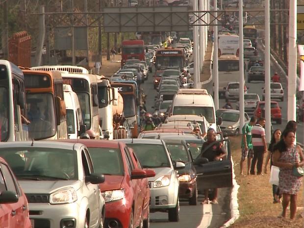Trânsito ficou congestionado em decorrência do protesto
