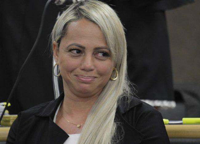 Adriana, viúva de Renné Senna, é acusada de planejar a morte do marido