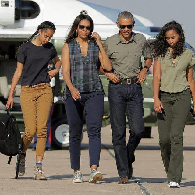Família Obama desembarcando