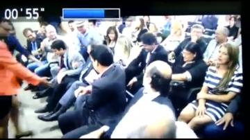 Flávio Dino cai em pleno auditório