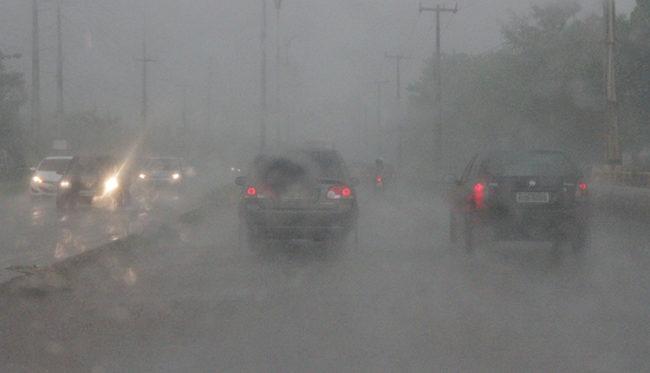 Visibilidade de motoristas fica comprometida durante as chuvas