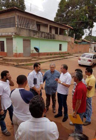 Luis Fernando visitando ruas e planejando ações