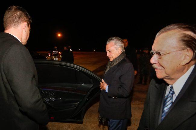 Presidente Michel Temer chega a Portugal acompanhado do ex-presidente José Sarney
