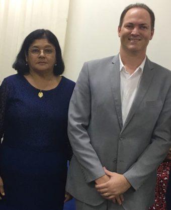 Sousa Neto ao lado da prefeita Vainey
