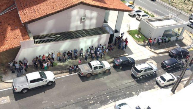 Tremor faz pessoas evacuarem prédios