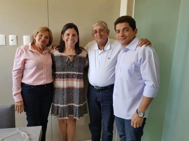 Roseana Sarney e a vereadora Graça do Ivan ao lado do esposo e filho