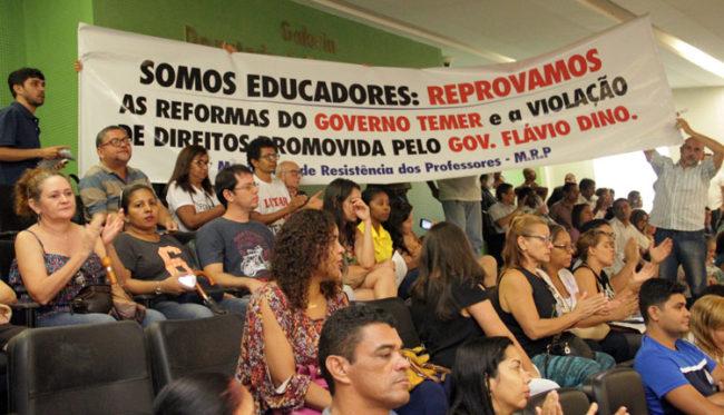 Professores se manisfestaram na Assembleia
