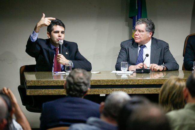 Deputado Adriano Sarney ao lado do pai, ministro Zequinha Sarney