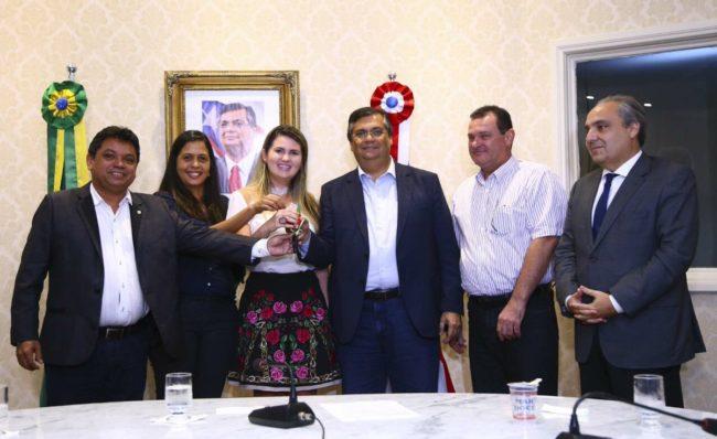 Prefeita Tatyana Mendes em solenidade no Palácio dos Leões