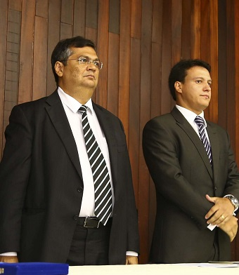 Governador Flávio Dino ao lado do secretário Felipe Camarão