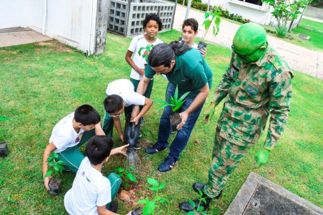 Deputado Júnior Verde com os alunos