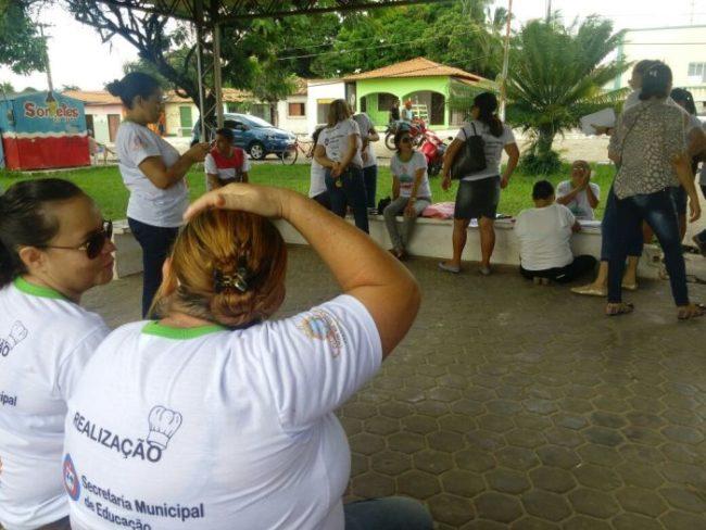 Professores realizam manifestação contra administração pública em Cedral