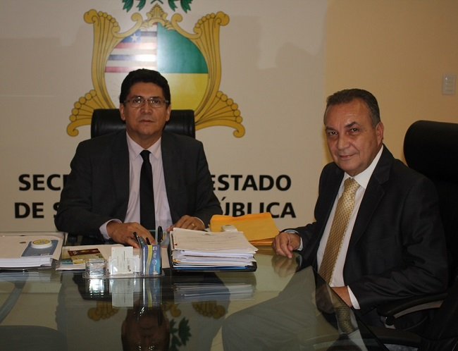Secretário de Segurança, delegado Jefferson Portela, ao lado do prefeito Luis Fernando