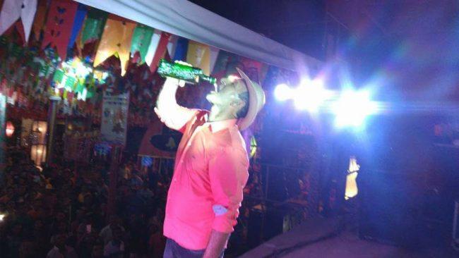 Prefeito de Brejo exagera na bebida durante festa junina