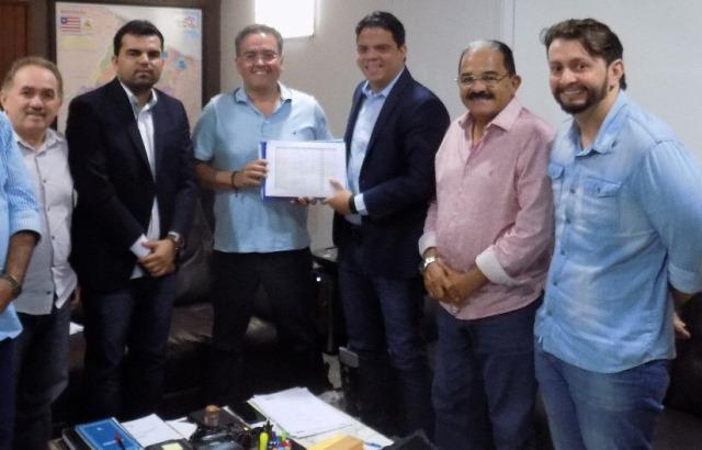 Clodomir Paz, Alvaro Pires (presidente municipal do Avante), Roberto Rocha, prefeito Luciano, Zé Genésio e Leonardo Sá