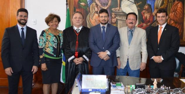 Gil Cutrim, Anildes Cruz (Desembargadora), Cleones Cunha (Presidente do TJMA), Gladiston Cutrim (Juiz), Edmar Cutrim (Conselheiro do TCE-MA) e Glalbert Cutrim (Deputado Estadual)