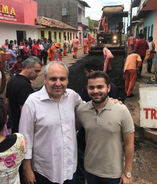 Ricardo Rios com o Chefe da Casa Civil, Marcelo Tavares, no início das obras de pavimentação em Vitória
