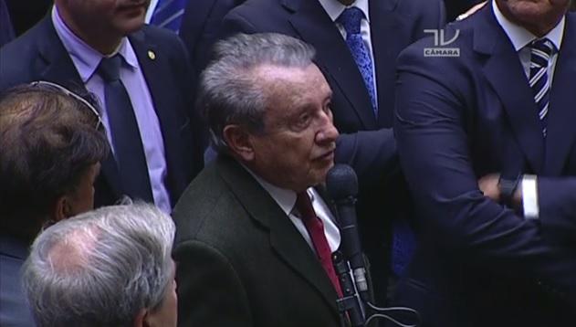 Deputado Zé Reinaldo Tavares durante votação sobre denúncia contra Temer