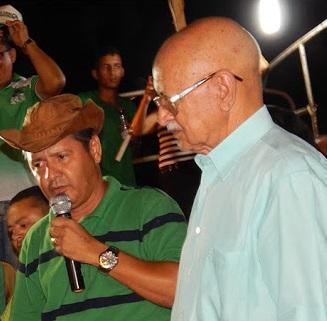 Júnior do Nenzim e o pai durante campanha do ano passado