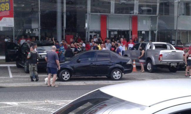 Clientes e funcionários vivem momentos de terror em concessionária de Teresina-PI