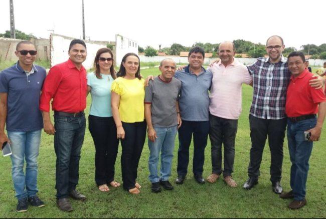 Márcio Jerry com a esposa e lideranças políticas de Coroatá-MA