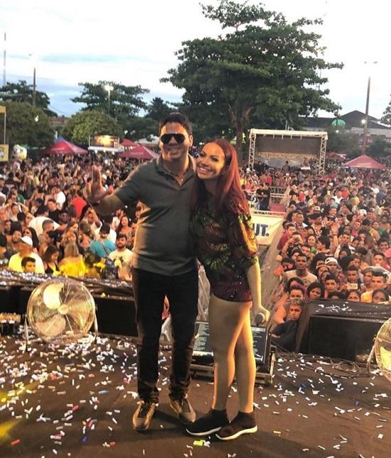 Prefeito Luciano e a cantora Solange Almeida no carnaval de Pinheiro-MA 2018