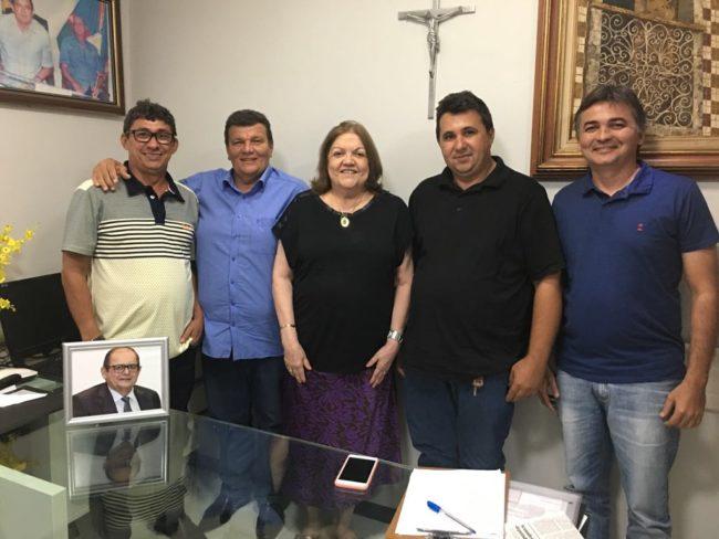 Ex-deputada Cleide Coutinho e os vereadores de Tuntum-MA