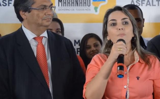 Governador Flávio Dino admirando o discurso da sua ex-assessora Simone Limeira, acusada de propinagem